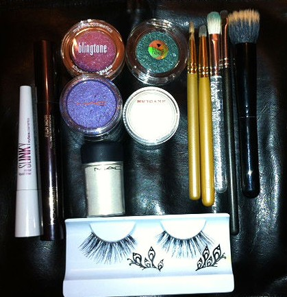 tools and products used to create peacock eyes by somanylovelythings