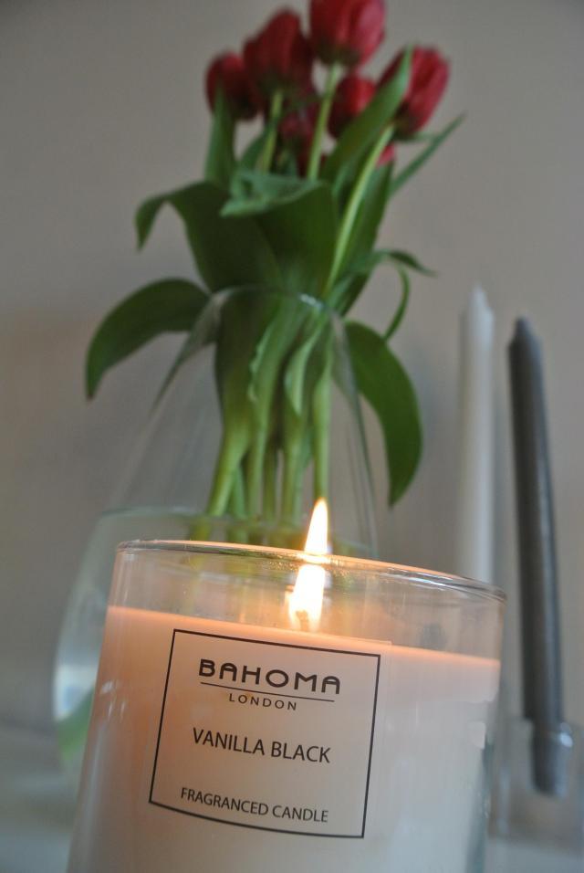 Bahoma Vanilla Black scented candle