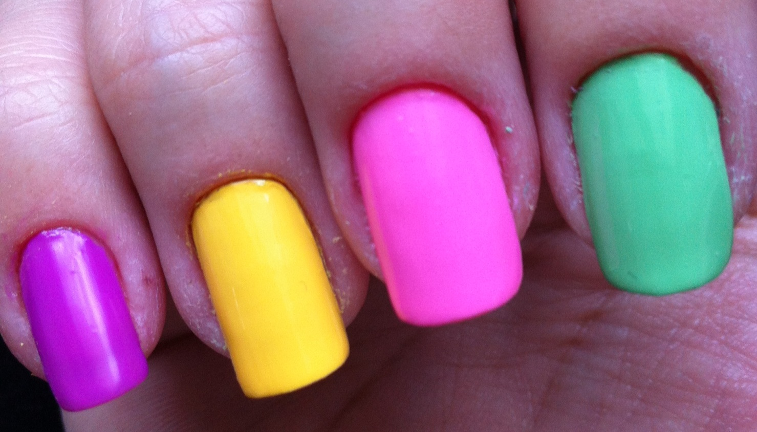 Product review: L\'Oréal Color Riche Neon Pop nail polish   So Many ...