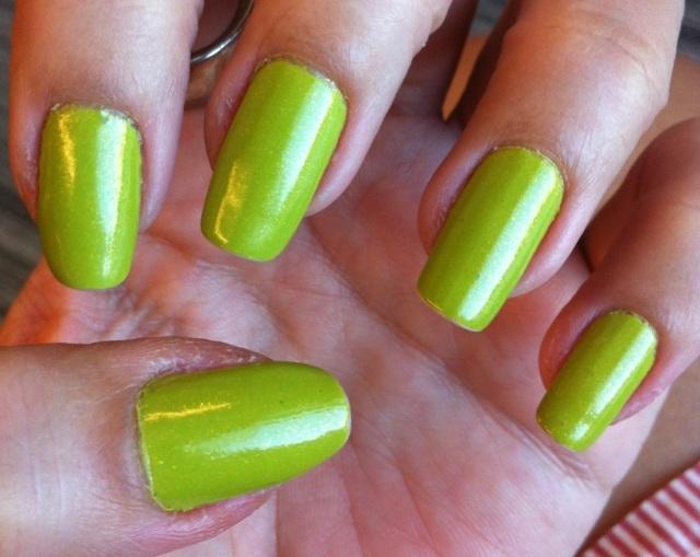 bright green nails - somanylovelythings