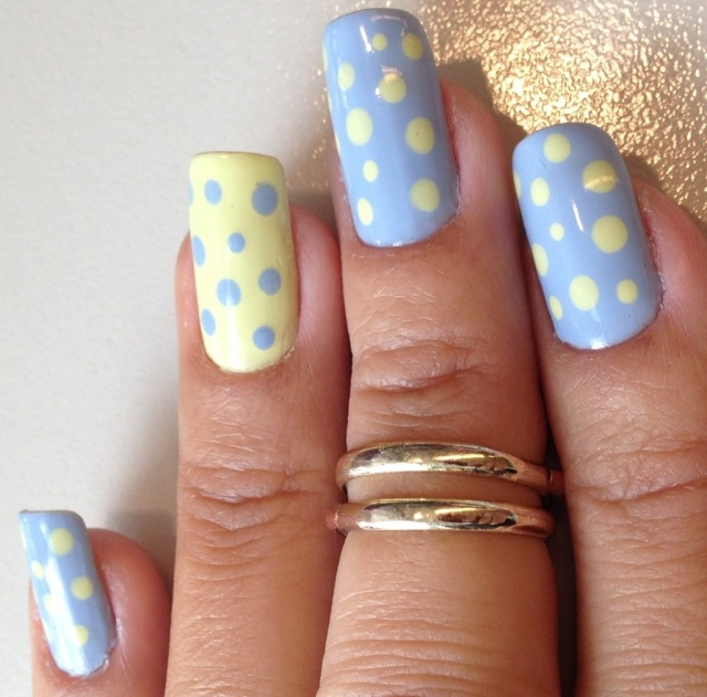 blue and yellow spotty nails - somanylovelythings