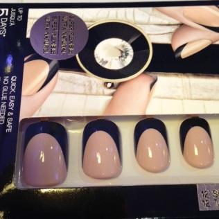 Nails à porter in Killer Nude