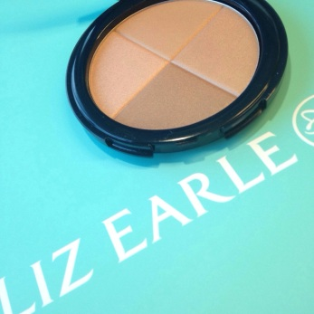 Liz Earle Radiant glow bronzer