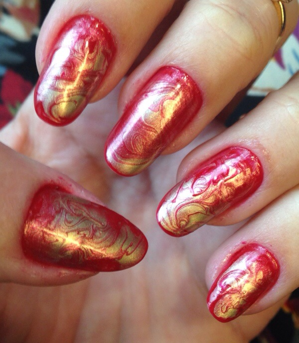 red and gold marble nails - somanylovelythings