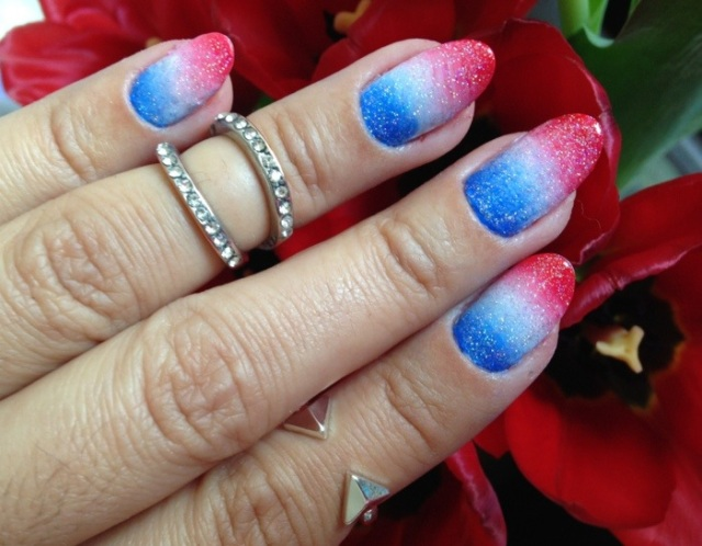 red, white and blue gradient nails - somanylovelythings