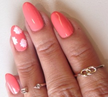 flowery coral nails - somanylovelythings