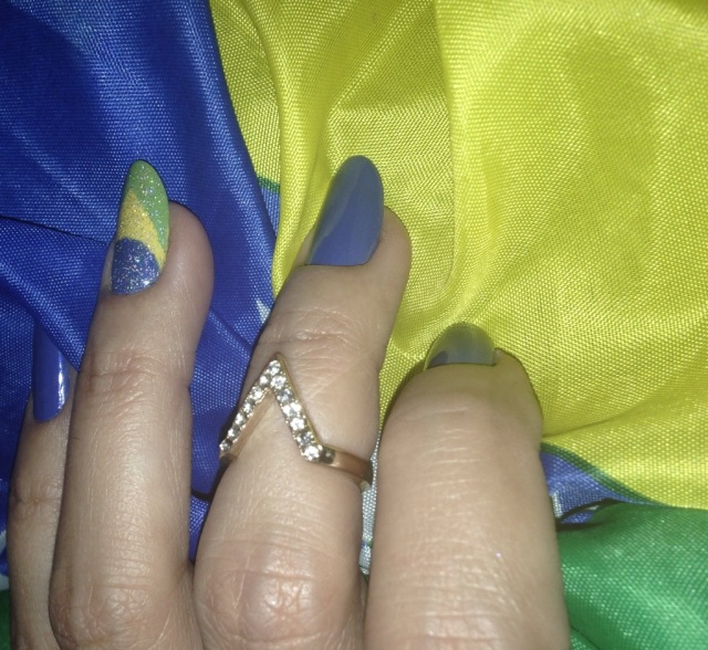 brazil flag nails - somanylovelythings