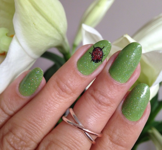 green nails with ladybird - somanylovelythings