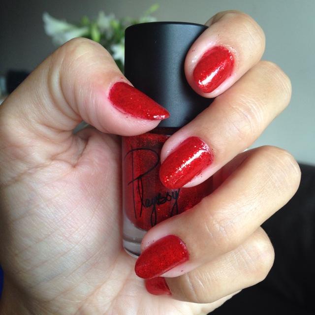 red glitter nails - somanylovelythings
