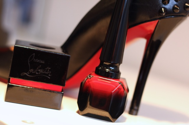 rouge louboutin nails