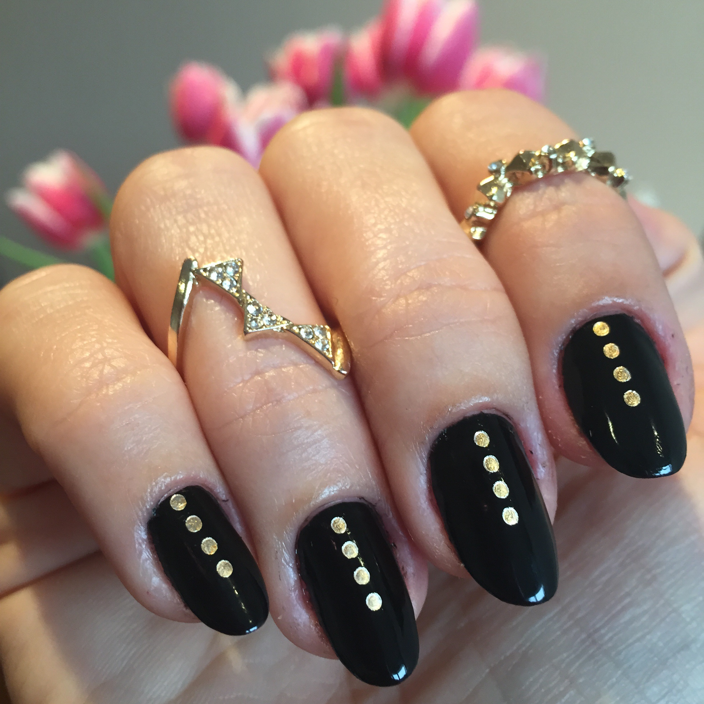 Nails of the week: black with gold dots | So Many Lovely Things
