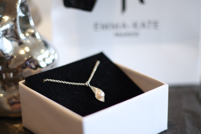 emma-kate francis calla lily necklace - somanylovelythings