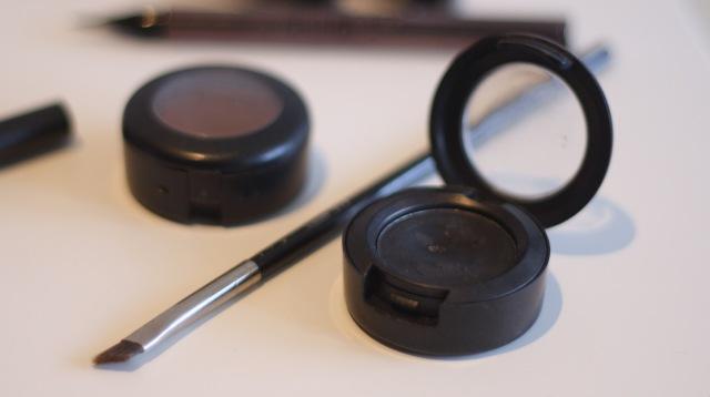 powder eye liner