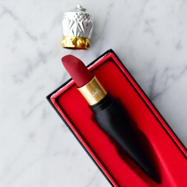 louboutin lipstick - sofie valkiers