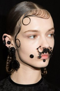 givenchy-backstage-beauty-06_426x639_1