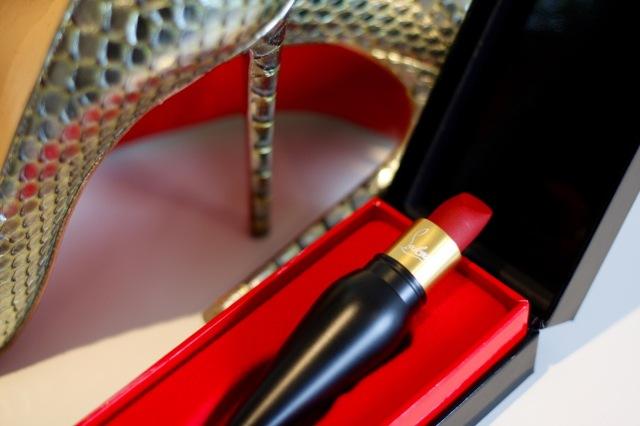 rouge_louboutin_velvet_matte_lipstick - 3