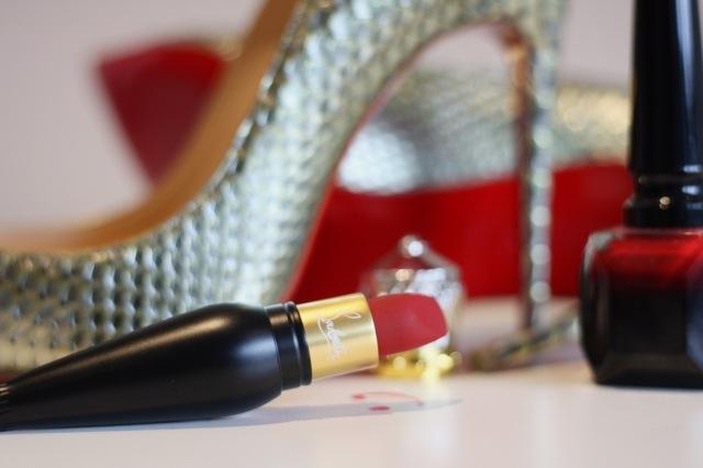 rouge_louboutin_velvet_matte_lipstick - 4