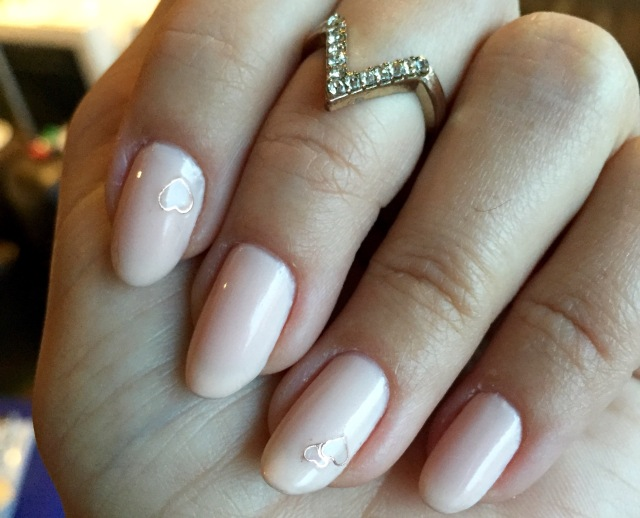 nude and rose gold nails - somanylovelythings