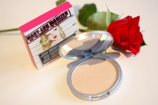 thebalm_maryloumanizer_highlighter_review - 3