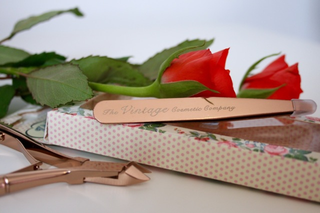 the-vintage-cosmetic-company-rose-gold-slanted-tweezers-review - 1