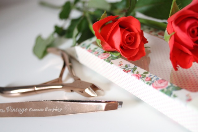 the-vintage-cosmetic-company-rose-gold-slanted-tweezers-review - 2