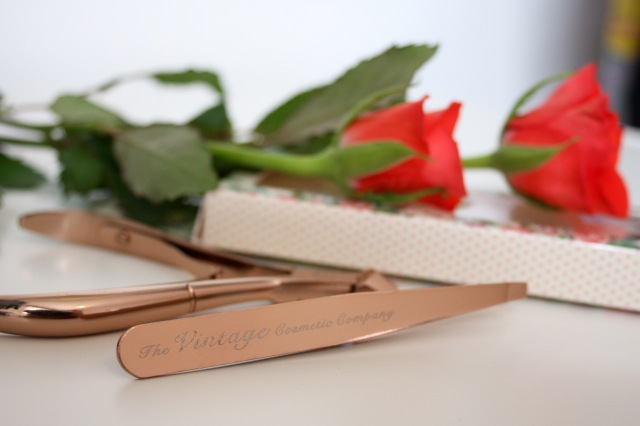 the-vintage-cosmetic-company-rose-gold-slanted-tweezers-review - 3