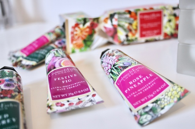crabtree-evelyn-rose-pineapple-review-4