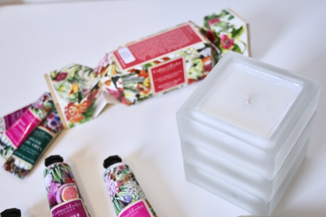 crabtree-evelyn-rose-pineapple-review-5