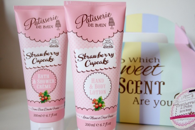 patisserie-de-bain-strawberry-cupcake-review-4