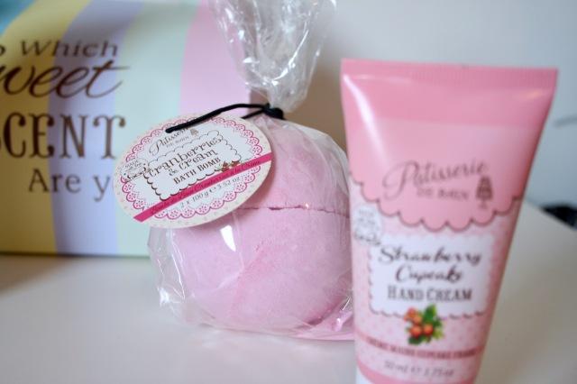 patisserie-de-bain-strawberry-cupcake-review-5