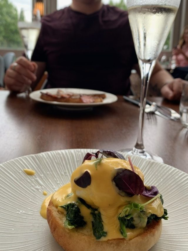 Eggs benedict at Skylon
